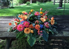 Bright summer funeral urn spray Minnesota