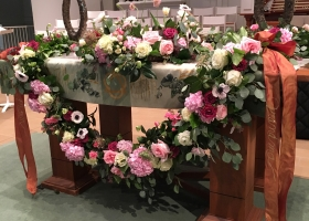 Wayzata Community Church Urn table floral garland