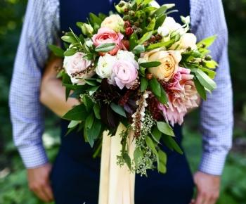 Handtied Organic Summer Bouquet by Anne Monroe