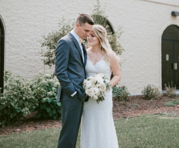 Bride and Groom with brides bouquet at Marriott Minneapolis