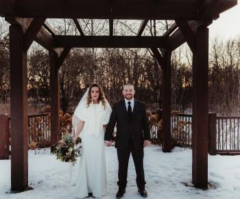 Bride & Groom Winter Wedding at Bunkerhills Anoka